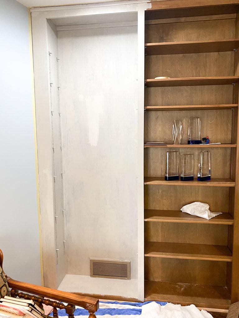 1 Painted Bookshelf athymeformilkandhoney.com #paintedbookshelf #diy #paintedbookshelfdiy
