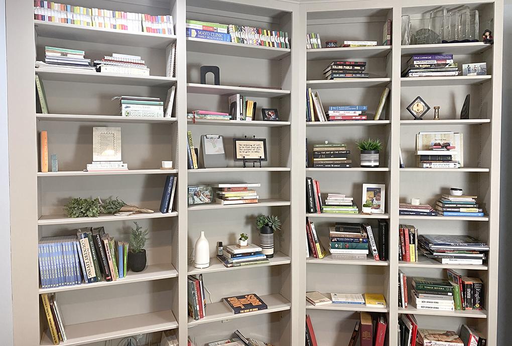 Painted Bookshelf after athymeformilkandhoney.com #paintedbookshelf #diy #beforeandafter